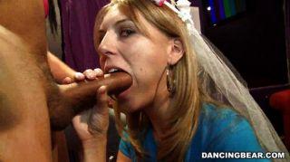 신부는 처녀 파티에서 엿 같아.