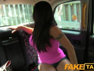 섹시 아메리칸 폭포 택시 트릭을위한 faketaxi
