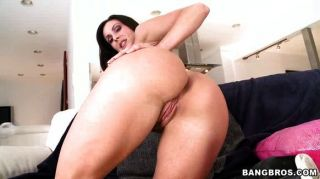 Pornstar milf에는 놀라운 엉덩이가 있습니다.