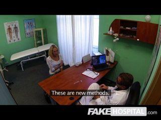 가짜 병원 아름다운 분출의 금발