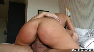 놀라운 큰 엉덩이 가진 섹시한 여자