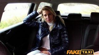 faketaxi 금발 아가씨는 택시에서 좆하고 젠장.