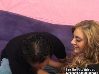 에이미는 행복한 팬을 괴롭 혔어!