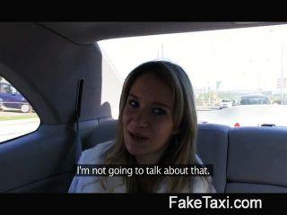 천사가 내 택시에 내 거시기에 의해 두드리고있다