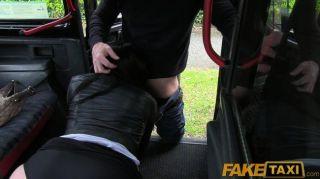 faketaxi 까마귀 머리카락을 택시 밀항 자 지불