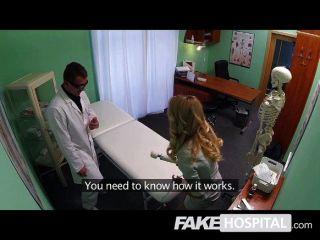 가짜 병원 화려한 금발 판매 담당자