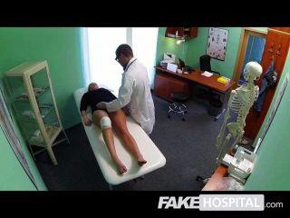가짜 병원 의사 수탉 섹시한 물웅덩이 치유