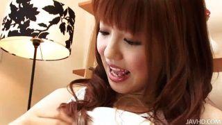 장난 꾸러기 인 kotone aisaki에는 그녀의 음부 뭉치가있다