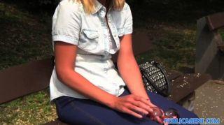 홍보 에이전트 외로운 한 백인 여성