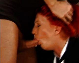 섹시한 빨간 머리에 대한 거친 항문