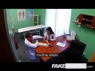 오르가즘으로 인한 가짜 병원 섹시한 환자 탄식