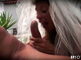hotgold 염려 한 흥분 신부가 결혼식을 두드림.