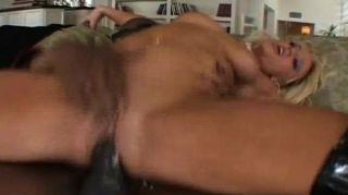 금발은 큰 흑인 거시기와 젠장 섹스