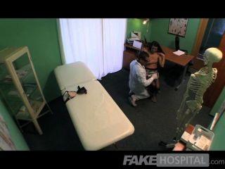 박사에 의해 엿본 가짜 병원 아름다운 환자