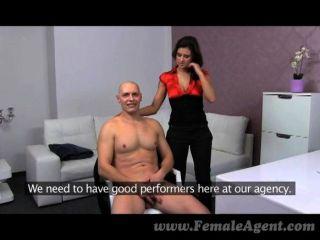 큰 가슴에 여성 의사 인상적인 사만
