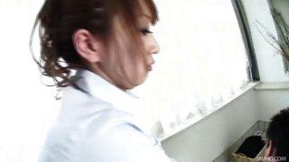 화려한 안나는 그녀에게 큰 마사지를 준다.