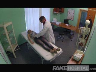 가짜 병원 섹시한 영국 환자 제비