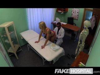 가짜 병원 슈퍼 섹시한 매력적인 금발