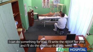 가짜 병원 의사가 섹시한 러시아인을 받아 들인다.