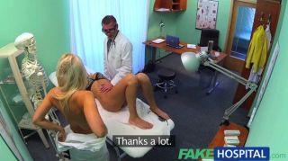 가짜 병원 더러운 의사가 성관계를 가야한다.