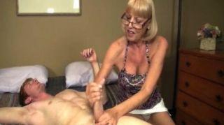 늙은 매춘부가 희생양을 원해.