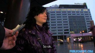 호텔 객실에서 홍보 에이전트 creampies 그녀의 음모