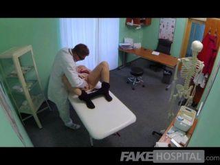 가짜 병원 금발 가슴 아름다운 금발