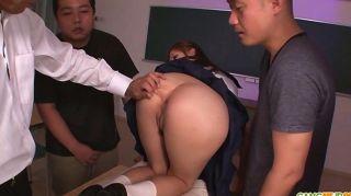 여학생 유라 카스미는 뜨거운 일본인입니다