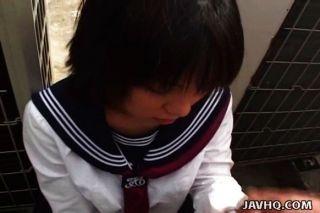 일본 여학생은 무수정 거시기를 빤다.