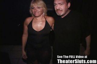 포르노 극장에서 강간당한 아가씨