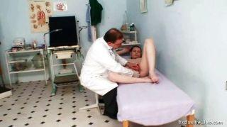 더러운 의사에 의해 busty 베이비 gyno 시험