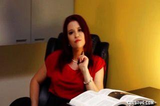 그녀의 직원 떨어져 버릇없는 상사 경련