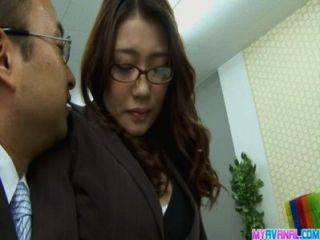 섹시한 사무실 병아리 벤딩 이상과 그녀의 상사에 의해 하드 코어 엿