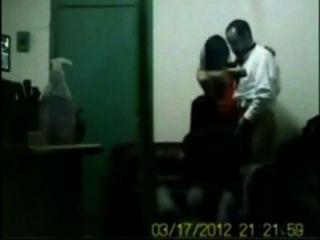 인도 보스 오두막에서 그룹 섹스에 자신의 사무실 여자 빌어 먹을