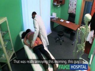 가짜 병원 꽉 뜨거운 젖은 환자가 즐거움과 신음