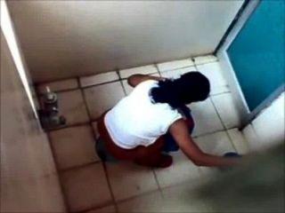 뭄바이 대학 화장실에서 온 4 명의 소녀