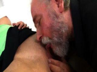 남자가 섹스를하는 귀여운 수염 여자