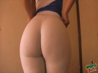 최고의 멋진 엉덩이 수상자!흰색 레깅스로 스트레칭!