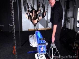 하드 코어 속박 스윙 제출에서 엘리스 그레이브의 머신 처벌