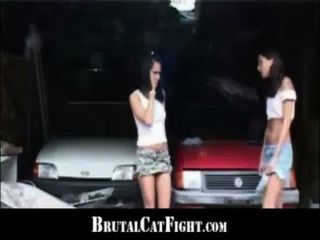 slutty brunette는 엉덩이를 때리고 뒤에서 하드로 좆했다.