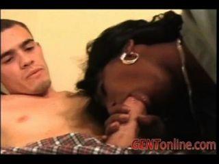 큰 흑인 여성은 거시기를 사랑한다.
