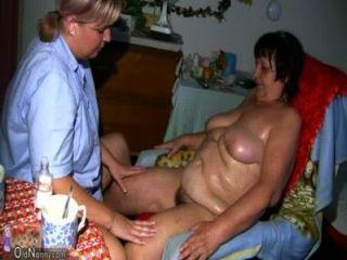 oldnanny 뚱뚱한 할머니, 털이 많은 음부와 큰 가슴을 가진 어린 소녀