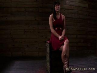 뚱뚱한 아시아 베이비 미아 리 사슬로 묶인 걔 집 애