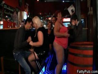 세 지방은 더러운 섹스 파티에 가입