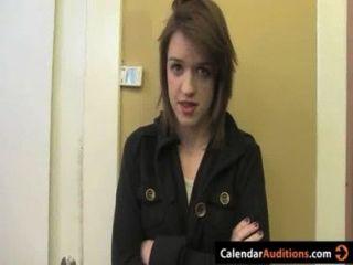 캘린더 오디션에서 귀여운 아마추어 십대