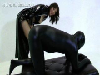 노예에게 주술을주는 여신