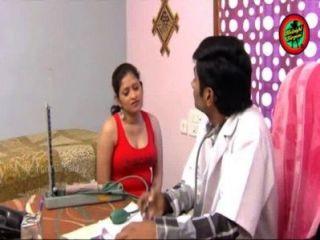 가정의 가슴 아가씨와 엉덩이에서 여자와 인도의 의사 뜨거운 로맨스가 이길