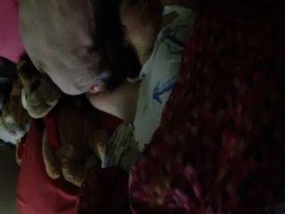 자고있는 여동생