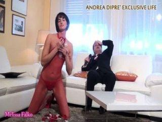 milf는 안드레아 dipr에 대한 그녀의 기괴한 여자를 보여줍니다