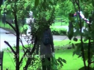 섹시한 애슐리 라이더 런던을 깜박하고 장난 꾸러기 영국 바의 공개 노출증